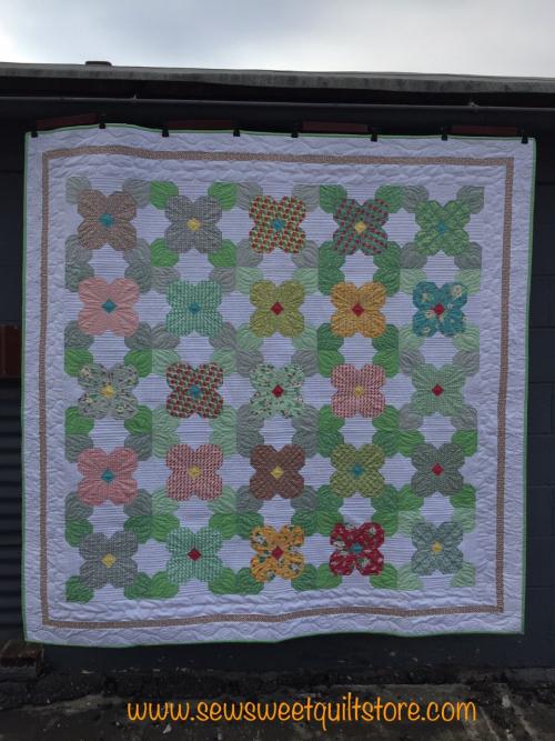Flower quil kit. 2. missouri quilt shop. quilt kit.