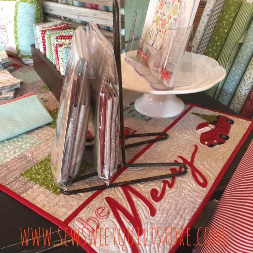 Missouri quilt shop.  quilt shop table runner. christmas quilt shop display.