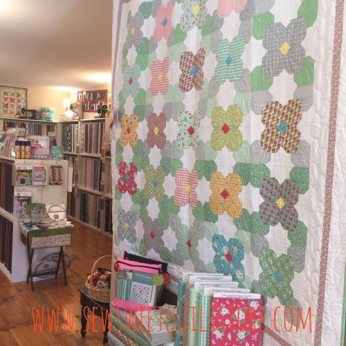 Flower quilt kit. 3. missouri quilt shop. quilt kit.